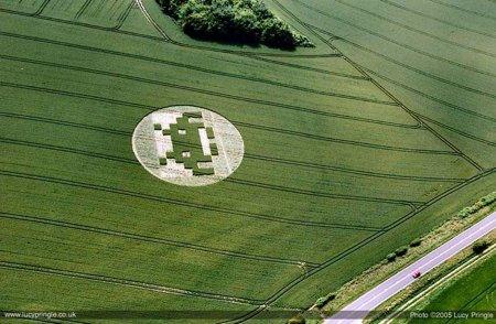 space-invader-crop-circle.jpg