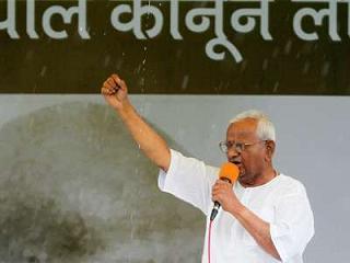 Anna-Hazare-protesting.jpeg